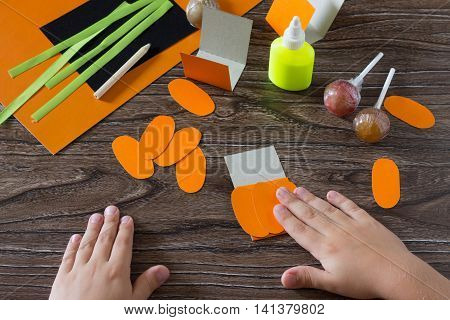 The Child Create A Greeting Packaging For Lollipop On Halloween Pumpkin Paper, Be Glued For Paper Th