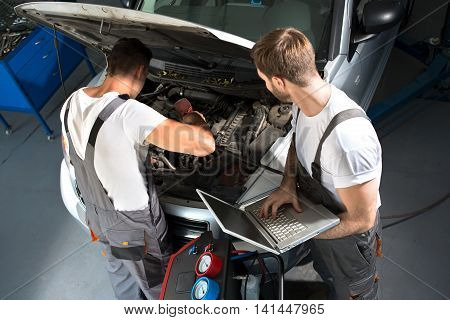 Mechanic Team Repair Car
