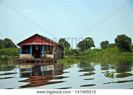 The Inly Lake in Cambodia , is the largest freshwater lake in Southeast Asia .