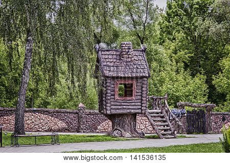 On motives of fairy tales in the children's Park built a house with a fence and gate next to the characters of fairy tales.