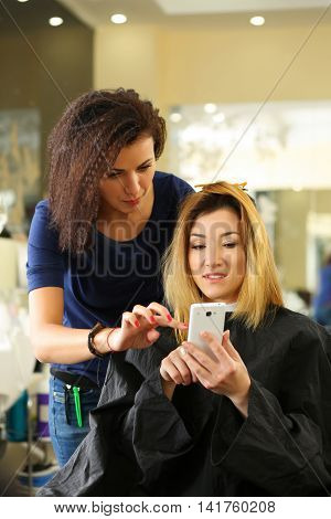 Beautiful Smiling Visitor Show On Cellphone Hair Cut Example