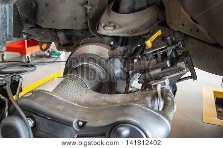 rebuild surface of disc brake by on car brake lathe