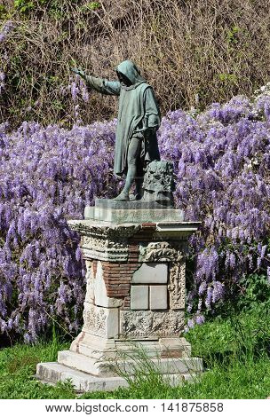 Cola di Rienzo a powerful politician in medieval Rome who revolted against the Pope. Bronze statue cast in 1887 and now on Capitoline Hill among flowers.
