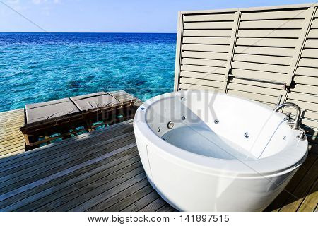 Jacuzzi with the sea view Maldives Style