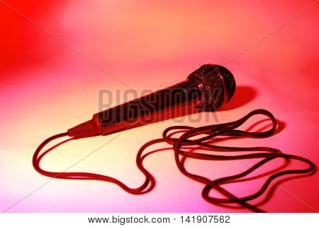 close up of the microphone with red lights