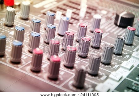 sound-Mixer in studio