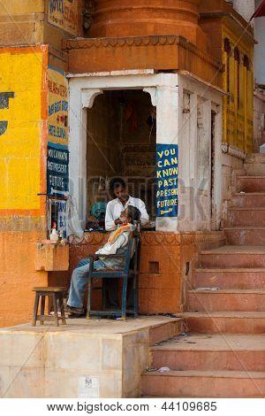 Street Barber Shave Varanasi Underground Economy