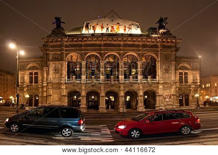 WIEN,AUSTRIA - DECEMBER 24: The Vienna opera on December 24, 2012 in Wien, Austria.