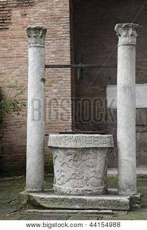 Church San Giovanni A Porta Latina -  Old Well
