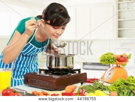 Mulher é prova de sua cozinha