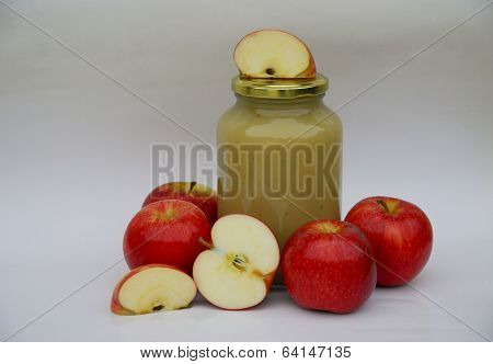 Apple sauce with apples