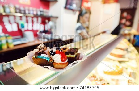 desserts in cafe