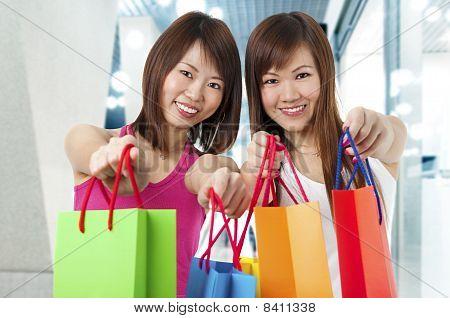 Dois clientes felizes