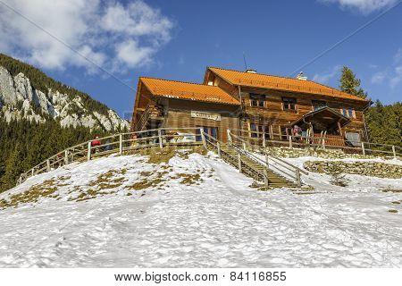 Curmatura Hut, Piatra Craiului, Romania