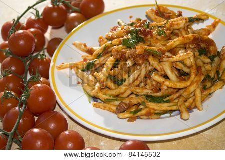 Macaroni At The Sauce