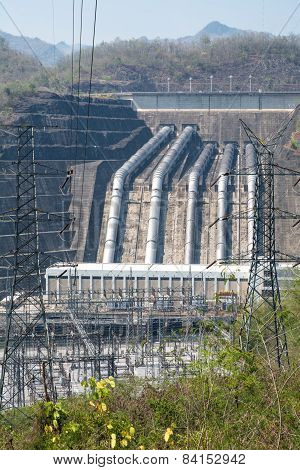 Plant Load Power Of The River From The Dam To The Larger Vertical Angle Zoom.