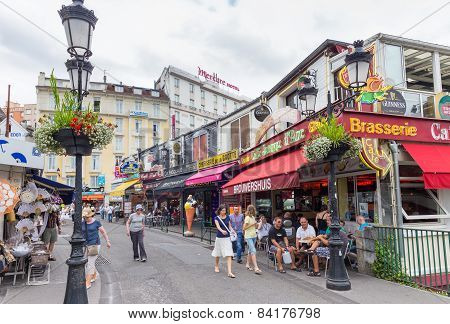 Tourists Enjoying Refreshements In  Lourdes