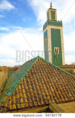 Muslim   In   Mosque  The History     Africa  Minaret    Sky
