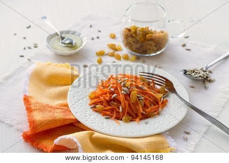 Carrot salad with raisins, sunflower seeds and honey