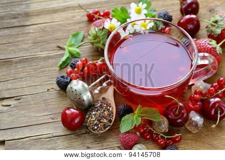 berry tea with fresh currants, raspberries and strawberries