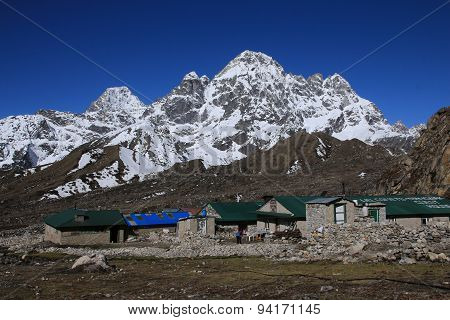 Lodges In Thagnak And Snow Capped Phari Lapcha