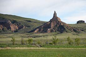 foto of western nebraska  - Chimney Rock in western Nebraska was an important landmark along the historic Oregon Trail - JPG
