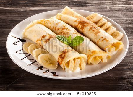 Crepes with bananas and cream