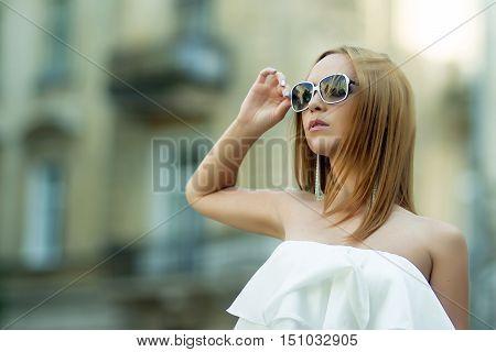 Portrait of beatiful stylish girl on the street