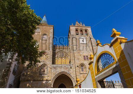 Catedral in Evora - Portugal