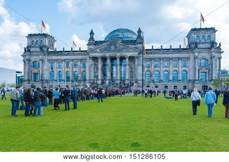 Berlin, Germany - April 2, 2008: Tourists Stand In Line To Get On A Tour Of The Reichstag