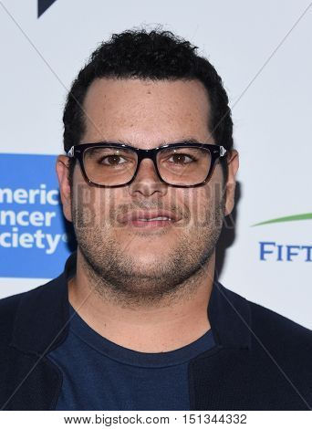 LOS ANGELES - SEP 09:  Josh Gad arrives to the Stand Up To Cancer 2016 on September 09, 2016 in Hollywood, CA
