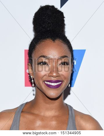 LOS ANGELES - SEP 09:  Sonequa Martin-Green arrives to the Stand Up To Cancer 2016 on September 09, 2016 in Hollywood, CA