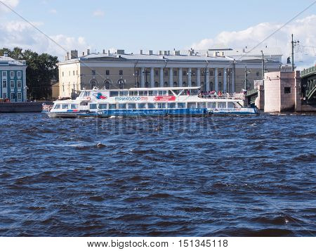 Saint Petersburg Russia Septembert 12, 2016: A tour boat sails past the Palace bridge in Saint-Petersburg, Russia