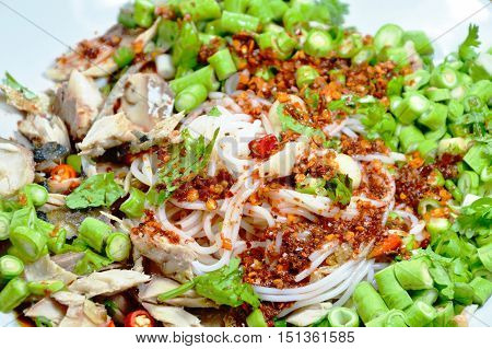 rice noodle mackerel salad dressing spicy and sour sauce
