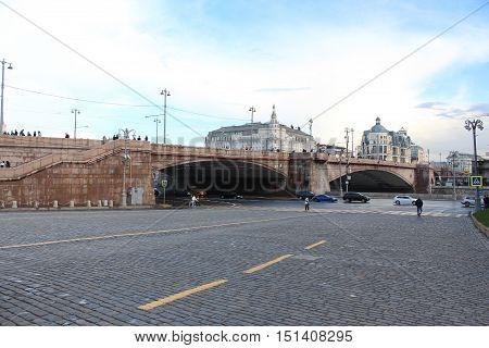 Moscow. View of the Grand Moskvoretsky bridge and Vasilevsky descent