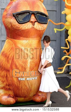 Jennifer Love Hewitt at the Los Angeles premiere of 'Garfield: The Movie' held at the Zanuck Theater in Los Angeles, USA on June 6, 2004.