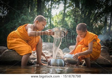 Buddhist Novices Are Cleaning Bowls At The Creek.