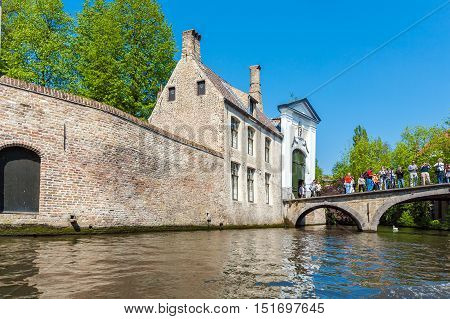 Bruges, Belgium - April 6, 2008: Tourists Greet A Tour Boat In Front Of The Beguinage