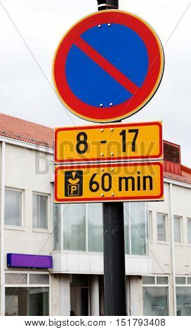 Finnish traffic sign prohibiting parking between the hours of 8-17 days. Parking is authorized with parking disc in a period of maximum 60 minutes.