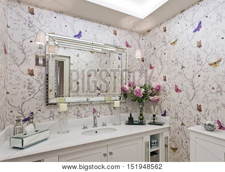 bathroom with ornate wallpaper