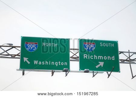 Directionы to Washington DC and Richmond sign at the interstate highway