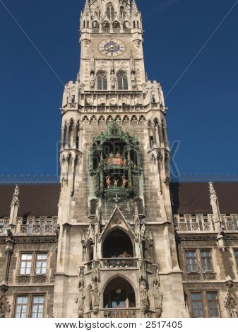 Glockenspiel Close Tower Munich