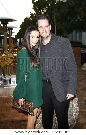 LOS ANGELES - JUNE 16: Kevin Dillon and wife Jane at the premiere of 'Entourage' held at Paramount Studios on June 16, 2010 in Los Angeles, California