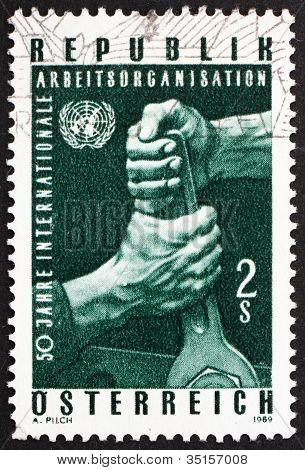 Estampilla Austria 1969 manos sosteniendo una llave