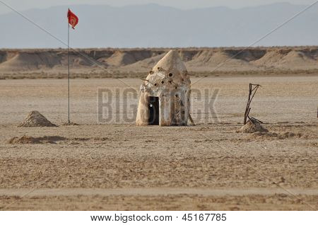 North Sahara, Hut On The Desert
