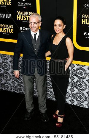 NEW YORK-DEC 8:  Entertainment Weekly editor Jess Cagle (L) and actress Archie Punjabi attend the
