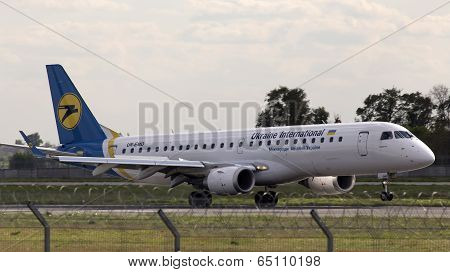 Landing Ukraine International Airlines Embraer  ERJ-190LR aircraft