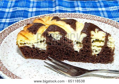 Cocoa Cake With Cream Cheese