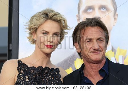LOS ANGELES - MAY 15:  Charlize Theron, Sean Penn at the