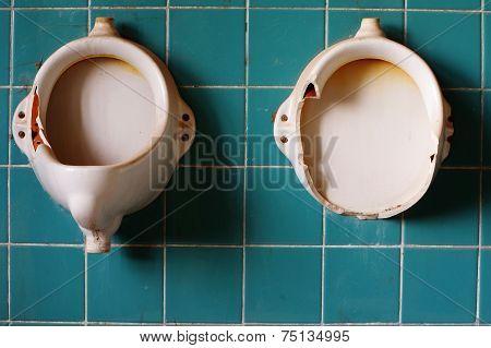Old urinals 2